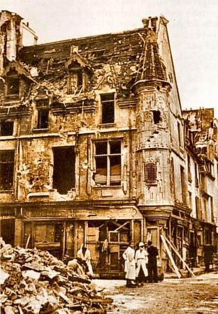 medium_54_rue_vieille_du_temple_après_bombardement.jpg