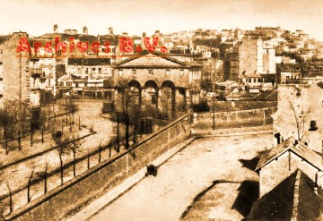medium_barriere_clichy_05_sepia_archives.jpg