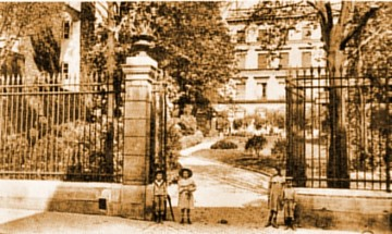 medium_rue_de_NAVARIN_05_SEPIA.jpg