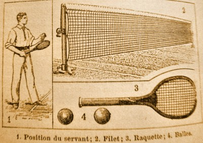 Lawn-tennis joueur servant filet balle largeur.jpg