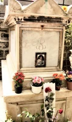 dame aux camelia cimetière montmartre 02.jpg