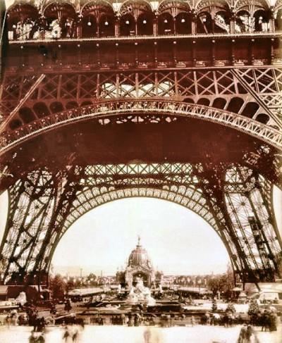 La tour à l'exposition de 1889 hauteur.jpg