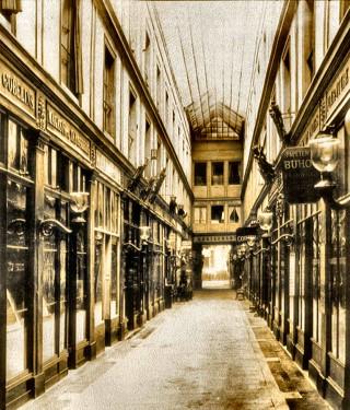 Passage de l'Opéra galerie du barometre hauteur.jpg