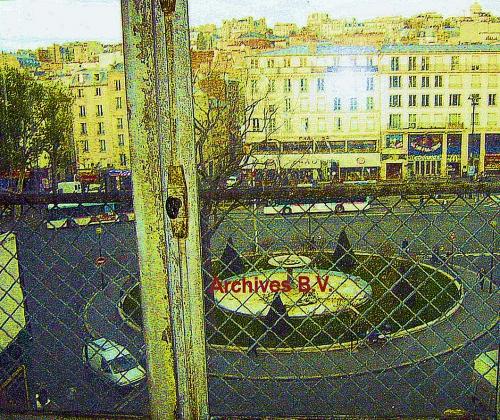 Place Pigalle fenêtre FERMEE du premier étage.jpg