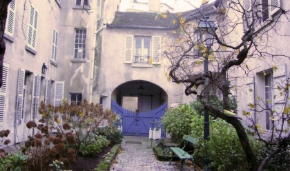 Musée Montmartre sur rue 02.jpg